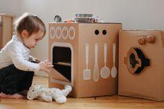 Forno e fogão de um lado e do outro um frigorifico! Haverá brinquedo mais prático e ecológico?
