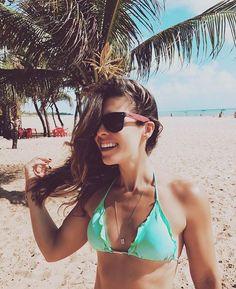 Eu que adoro sol, praia, mar e o calor do verão, agora tenho esse óculos da @maresiaoficial pra me acompanhar nos meus dias coloridos! 😎 #vailáfora #vaidemaresia #óculosmaresia