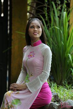 MC Phương Thảo duyên dáng với áo dài