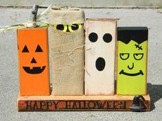 Primitive Halloween-Dekoration mit Kürbis aus Holz Monster Geist Frankenstein und Ghul happy Halloween