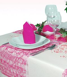 Pour un mariage romantique et gourmand, voici un superbe chemin de table qui vous aidera à habiller vos tables et buffet avec élégance. Le Chemin de Table Sizoweb Sizal Luxe rose existe en différents coloris
