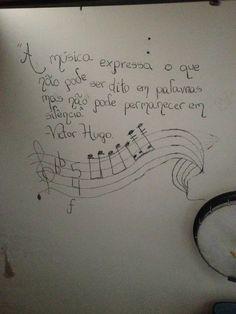 Frase escrita na parede por minha neta Manuela em 2010. E continua lá...