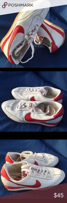 Women's Nike Oceania size 7,5 Like new Nike Shoes Sneakers
