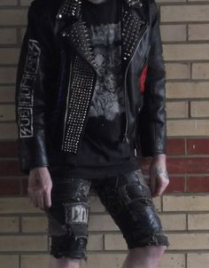 Punk jacket with crust punk style shorts – – - New Site Pop Punk Fashion, Rock And Roll Fashion, Mens Fashion, Punk Outfits, Cool Outfits, Estilo Punk Rock, Mode Punk, Crust Punk, Punk Jackets