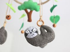 Sloth Baby Mobile, Felt Sloth Tree Scandinavian Baby Mobile, Baby Crib Mobile, Felt Sloth and Tree, Baby Mobile Felt, Baby Crib Mobile, Baby Cribs, Mobiles For Kids, Mobile Kids, Scandinavian Kids Rooms, Felt Coasters, Toddler Playroom, Green Animals