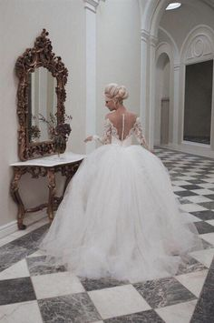 ballroom wedding dress white backless long sleeve lace tulle wedding ball gown