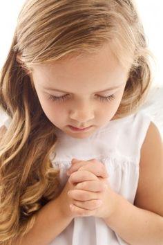 Gebed bij verdriet of angst - Girl praying