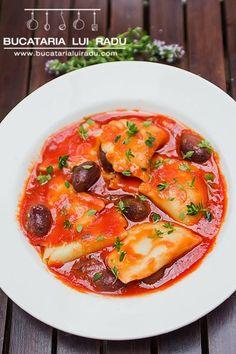 "Polish dumplings ""pierogi"" with tomato, olives and thyme sauce. Pierogi Sauce, Polish Dumplings, Butter Sauce, Ravioli, Gnocchi, Thai Red Curry, Bacon, Olives, Ethnic Recipes"