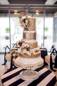 nice 66 Amazing Winter Wedding Cakes You Will Totally Love  https://viscawedding.com/2017/10/26/66-amazing-winter-wedding-cakes-will-totally-love/