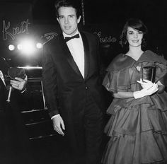 """Warren Beatty & Natalie Wood at the premier of """"How the West was Won"""""""