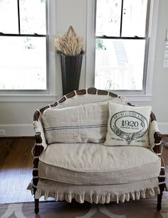 make a pillow or cover a settee using vintage linens Living Vintage French Furniture, Vintage Furniture, Furniture Design, French Decor, French Country Decorating, Living Vintage, Slipcovers For Chairs, Chair Cushions, Ottoman Slipcover