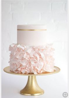 Example of similar cake on simple gold stand