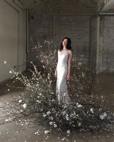 The latest wedding trend is nebulous, airy and levitational designs… and we are OBSESSED! Dried florals, branches, kokedama and frozen in time design ideas, so much to love Wedding Trends, Wedding Designs, Wedding Styles, Floral Wedding, Wedding Flowers, Wedding Day, Flower Installation, Bridal Portraits, Wedding Details