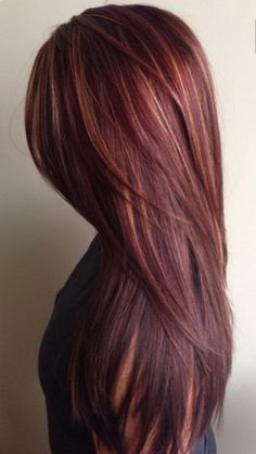 Brown and red hair color mahogany hair color with caramel highlights ha Hair Color 2018, Hair Color Auburn, Hair Color And Cut, Auburn Hair, Brown Hair Colors, Auburn Colors, Hair Colours, Red Hair With Highlights, Caramel Highlights