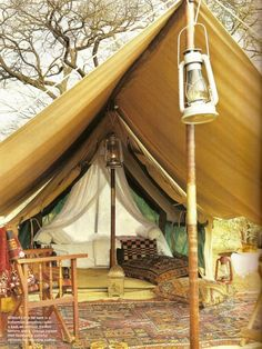 Ah, the art of glamping. Combining chic ideas with the outdoors, glamping is a way to have fun and be comfortable. Not quite camping yet not quite a s. Zelt Camping, Camping Glamping, Luxury Camping, Camping Hacks, Outdoor Camping, Backyard Camping, Camping Style, Camping Outdoors, Campsite