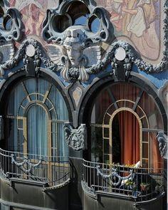 Locations in Budapest: Art Nouveau Balcony, Hungary Detail Architecture, Architecture Art Nouveau, Beautiful Architecture, Beautiful Buildings, Art And Architecture, Pop Art, Belle Epoque, Art Nouveau Arquitectura, Design Art Nouveau