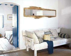 Una casa de cuento en blanco y azul