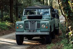1982 Land Rover Series 3 + Camping Trailer – Men's Gear