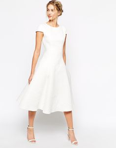 Image 4 - True Decadence - Robe de bal de fin d'année mi-longue texturée avec jupe ample