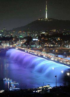 Fuente del Puente Banpo sobre el Río Han, Seúl, Corea del Sur