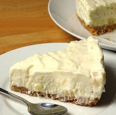 No-Bake Pineapple Cream Cake is so so easy and quick to make. It is incredibly delicious and looks great too. This a delicious easy dessert that you will be proud serving to your guests. Brownie Desserts, Oreo Dessert, Mini Desserts, Easy Desserts, Delicious Desserts, Yummy Food, Dessert Food, Potluck Desserts, Baked Pineapple