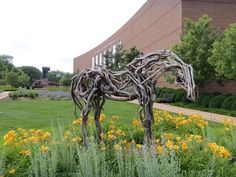 """The beautiful """"Silver Bow"""" has come back to campus"""