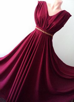 rochie lunga din voal bordeaux cu aplicatii aurii