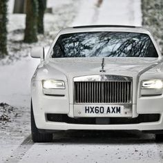 Could Rolls-Royce be working on a luxury crossover to compete with the Range Rover Autobiography, Maserati Levante, Bentley SUV, and Lamborghini Urus? Rolls Royce Phantom, My Dream Car, Dream Cars, Bugatti, Jdm, Jaguar, Rolls Royce Wallpaper, Porsche, Royce Car