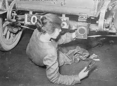 14 Striking Photos Of Women At Work During The First World War