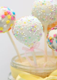 Cake pops with vanilla pudding instead of frosting - yummm! And so cute for spring!