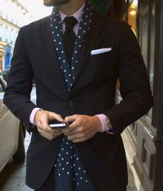 How to wear a scarf with a suite