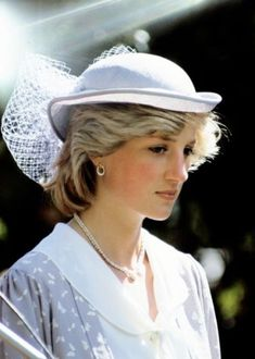 Princess Diana Whata SAD face :( I think she began to see what see married into :(:(:(:(