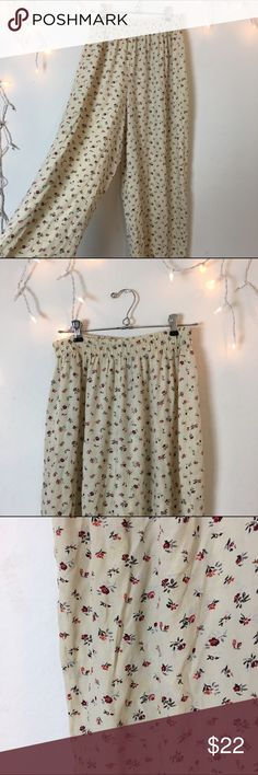 """Vintage Floral Boho Palazzo Pants Vintage Floral Boho Palazzo Pants. Gorgeous floral design on Ivory/cream loose silk pants. Classic week span makes for a comfortable fit for a small or medium. For anyone 5'3"""" to 5'8"""" very comfortable and versatile. Not Brandy Brandy Melville Pants Wide Leg"""