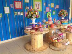 FANTASIE... FESTAS INFANTIS: A Lalaloopsy da Valentina. Adorei essas bubinas para uma festa rústica