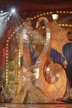 Una de las imágenes más populares del Carnaval de Las Palmas de Gran Canaria es la que ofrecen en cada edición los trajes de las candidatas a Reina de las fiestas durante la gala de su elección. De…