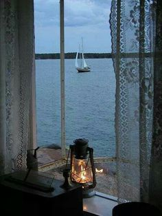 en bordure 田 fenetre windown fenster horizon seascape paysage marin lantern mood Ventana Windows, Cottages By The Sea, Seaside Cottages, Through The Window, Window View, Window Lights, Rear Window, Foto Art, Am Meer