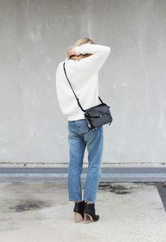 white knit + boyfriend jean + cross body bag