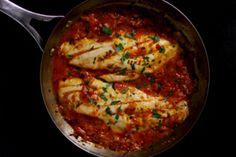 Βακαλάος ή μπακαλιάρος Καλαματιανός με κρεμμύδια και ντομάτα - gourmed.gr