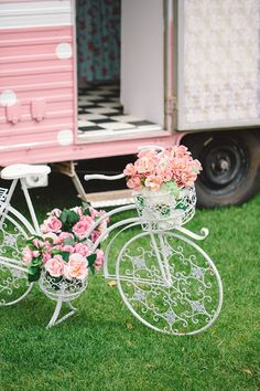 Discovered by Find images and videos about pink, white and bicycle on We Heart It - the app to get lost in what you love. Bicycle Decor, Pink Photography, Bicycle Painting, Decorative Planters, Pretty In Pink, Flower Arrangements, Beautiful Flowers, Wedding Flowers, Shabby