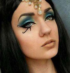 Cleopatra - Halloween Makeup Looks Egyptian Eye Makeup, Cleopatra Makeup, Egyptian Beauty, Eye Makeup Art, Egyptian Women, Egyptian Goddess, Makeup Brush, Eyeliner, Eyeshadow