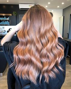 Say hello to dimensional, natural-looking highlights for your brunette mane! Take a look at these most popular dark brown balayage hair colors to try now! Orange Brown Hair, Golden Brown Hair, Light Brown Hair, Light Hair, Soft Brown Hair, Leave In, Hair Color Blue, Brown Hair Colors, Blonde Box Braids
