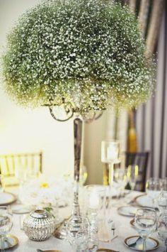 Centro de mesa con flores de nube secas. Flores disponibles en invierno. Imagen: Pinterest
