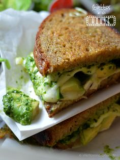 Grilled Chese Sandwich with avocado, goat cheese and selfmade pesto – super yummy food for your soul and deliciously cheesy