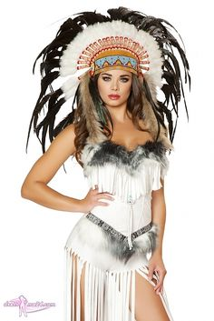 Dieses Indianer Kostüm Cherokee Mistress findest Du auf dressme24.com ;-) Das Kostüm aus weichem Wildlederimitat hat eine trägerlose Corsage mit Fransen und Kunstpelzverzierung. Das Oberteil lässt sich rückseitig individuell schnüren. Die Shorts haben super lange Fransen und ebenfalls eine weiche Kunstpelzverzierung. #Indianer, #Damenkostüme, #Faschingskostüme