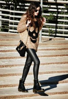 Hottest Fashion Trends for Teenage Girls in 2017 - Every new year comes with new fashion trends that are presented to us by famous fashion designers from different countries around the world. Leather Leggings, Doc Martens Outfit, Dr. Martens, Combat Boot Outfits, Combat Boots, Moto Boots, Converse Outfits, Quoi Porter, Inspired Outfits