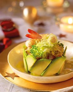 Timbal de aguacate y langostinos My Favorite Food, Favorite Recipes, Grilled Avocado, Curry, Xmas Dinner, Food Decoration, Chicken Salad Recipes, Avocado Recipes, Canapes