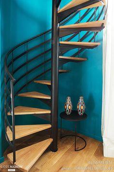 L& : un perchoir en Provence., Lourmarin (Lubéron), France, Alta M. Spiral Staircase Kits, Staircase Outdoor, Spiral Stairs Design, Deck Stair Railing, Home Stairs Design, Modern Staircase, Home Room Design, House Front Design, Bungalow House Design