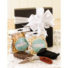 Biltong & Nut hamper including a biltong knife with a chunk of biltong, peanuts and peri peri peanuts presented in a gift box.