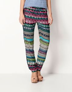Bershka Romania - BSK printed trousers I want these, wearing this for a causal day. Perfect with brown riding boots/ or tan flats a chambray bottom tucked in with a cream blazer over top. Fashion Line, Boho Fashion, Womens Fashion, Summer Outfits, Casual Outfits, Cute Outfits, Cream Blazer, Fairytale Fashion, Brown Riding Boots