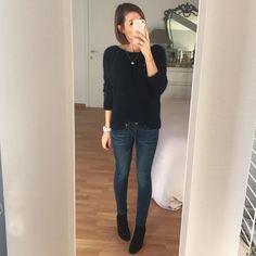 """972 Me gusta, 39 comentarios - Servane (@miss_servane) en Instagram: """"Today gilet Léna bleu marine (décolleté dans le dos) et boots Léa cloutées #sezane jeans…"""""""